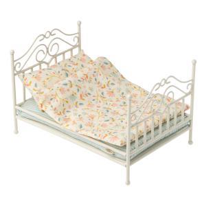 Maileg - 11-0110-00 - Vintage bed, Micro - Soft sand - Taille 6 cm - à partir de 36 mois (421806)