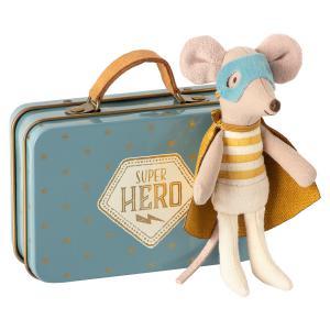 Maileg - 16-0721-01 - Souris Superhéro, Petit Frère dans sa valise, taille : H : 10 cm  (421824)