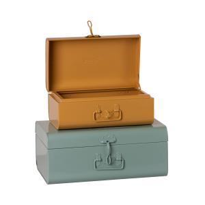Maileg - 19-1530-00 - Set de 2 valises de rangement - bleu / ocre, taille : H : 18 cm - L : 44 cm - l : 27 cm (460898)